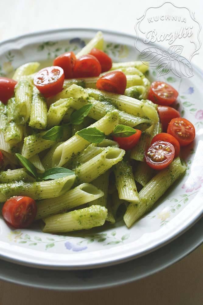 makaron_z_pomidorkami_i_pesto