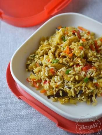 ryż z kurczakiem i mieszanką chińską
