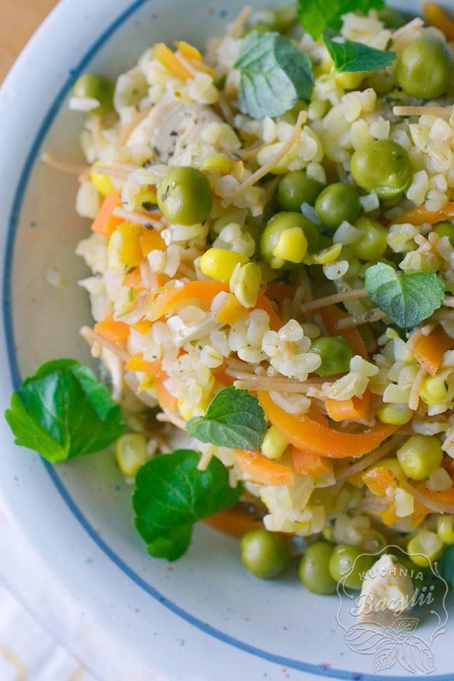 Kasza bulgur z kurczakiem i warzywami